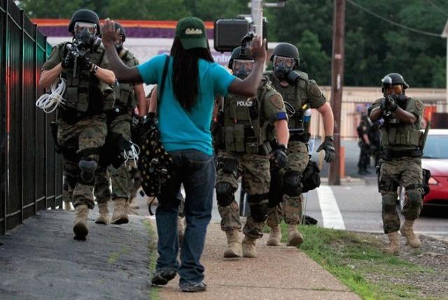 Police-in-Ferguson-Missouri.jpg